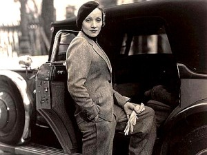 Marlene Dietrich, 1930 Suo il primo bacio omosessuale della storia del cinema