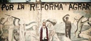 Un murales che esalta la riforma agraria dello storico alcalde