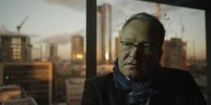 Rainer Voss negli uffici abbandonati di una banca di Francoforte