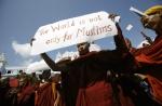 Una manifestazione anti-islam di monaci buddhisti