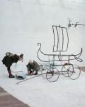 Cortile interno. L'artista Paolo Buggiani si prepara per la sua performance infuocata (Rebirth Day 21-12-14) - Foto di Giuliano Ottaviani