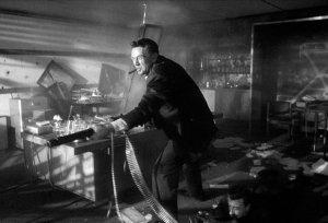 Il generale Ripper mentre spara agli alleati, nel Dottor Stranamore