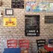 """BAR DEI BRUTTI 3stelle! via dei Volsci 71-73 (piazzale Tiburtino). Vabbè è bellissimo. Non foss'altro che la mattina è deserto e baciato dal sole… anche a novembre! """"Eh le famose novembrate romane…"""" commentano. Il baretto, chiamato scherzosamente in questo modo in contrapposizione al Bar dei Belli, giusto su via Tiburtina, è spartano, ma molto accogliente, con piccoli tavolini colorati, anche all'aperto, e divanetti. Vagamente rumoroso perché gestito da napoletani che parlano di calcio :D ma sinceramente meglio così che stare in un posto di """"musoni"""", a cui loro vietano l'accesso, dicono. I prezzi bassi, da vero """"distretto studentesco"""", vanno dal caffè (va bene anche quello al banco se te lo porti da solo) 80 centesimi."""