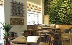 """IL BUFF 2stelle! via di San Francesco a Ripa 141a. Al posto di Bodum, il negozio di design danese che aveva un piccolo caffè/ristorante al suo interno, è comparso Buff, """"Trip quality food"""", bar/ristorante all'insegna della bufala, dai cappuccini alla mozzarella."""
