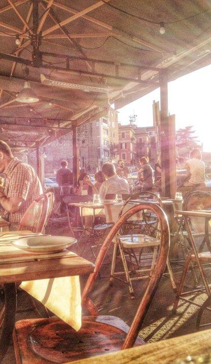 """MOK 2stelle! piazza Fiume 77. Ex MokArabia, si definisce """"restaurant club"""", ma è anche bar. I prezzi vanno dal caffè al tavolo 1,20"""