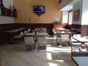 MORGANTI CAFFE' 2stelle! piazza del Viminale 10/13 (fermata Viminale). Carino al mattino, soprattutto ai tavoli che danno sulla piazza. Pieno a non finire a pranzo. Buffet vario e interessante. I prezzi vanno dal caffè al tavolo 1,10 euro.