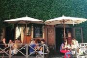 PIMM'S GOOD 2stelle! via Santa Dorotea 8/9 (piazza Trilussa). Ristorante e coffee bar (brunch e aperitivi), sempre aperto dalla mattina fino alle 2. La wifi raggiunge anche i tavoli all'aperto che danno su un bello scorcio trasteverino. I prezzi vanno dal caffè al tavolo 2 euro.