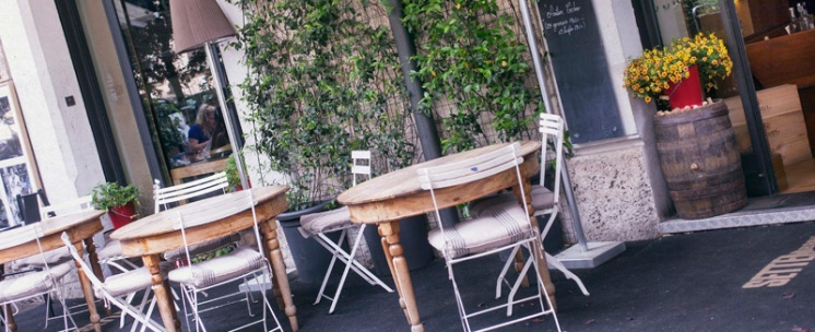 SETTEMBRINI 2stelle! via Luigi Settembrini, 21 (piazza Mazzini) bar e ristorante, aperitivi e musica. Ambiente molto carino e accogliente. Servizio gentile, ma un po' addormentato. La wi-fi è libera (senza password) e va a bomba. I costi forse sono un po' eccessivi, considerando che i tè partono dai 5 euro!