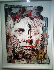 Vhils, uno dei ritratti in mostra, realizzati su/da manifesti, sovrapposti, ritagliati seguendo lo stile digitale dei layers