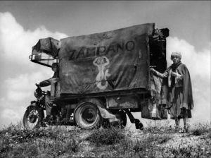 Un fotogramma de La strada di Federico Fellini