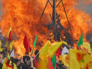 Il 18 e 19 marzo 2016 a Roma e in altre città italiane (oltre alla Festa del papà) si festeggia il Capodanno Curdo - Newroz 2016. Quando il 21 Marzo del 612 a.c. il fabbro Kawa liberò il popolo dei Medi dalla tirannide assira, uccidendo il re Dehaq, gli antenati dei curdi erano già stati costretti a rifugiarsi sulle montagne per sfuggire dall'oppressione e schiavitù. Per comunicare ai compagni che erano finalmente liberi, Kawa accese, in cima ad un'imponente montagna, un grande fuoco, che scatenò una catena di fuochi che annunciavano al popolo la libertà. I colori di Kawa, il giallo, il rosso e il verde diventarono così i simboli della bandiera della resistenza mettendo la parola fine al sistema schiavistico assiro. Con la nascita del movimento nazionale curdo alla metà del XIX secolo, il popolo ricorda l'eroismo di Kawa, trasformando il Newroz in una festa nazionale, in cui si rinnova la lotta della gente contro la tirannia, l'oppressione e la schiavitù.