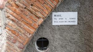 Una targa al porto di Camogli