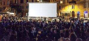 Piazza s. Cosimato duante il festival Trastevere Rione del Cinema