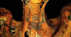 Tatuaggi di una mummia egizia