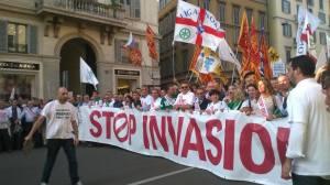 """Una classica manifestazione leghista con iperbole sulla presunta invasione del nemico comune del"""" bravo cittadino"""", gli immigrati!"""