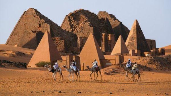 Le piramidi di Meroe, Sudan