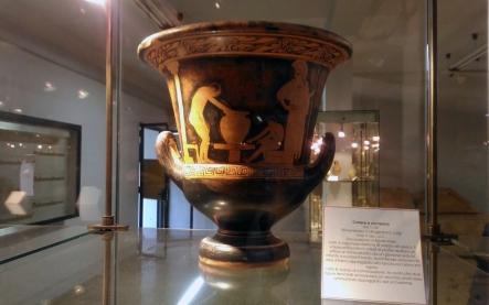 Vaso greco che ritrae torniante, dono dei greci alla città di Caltagirone