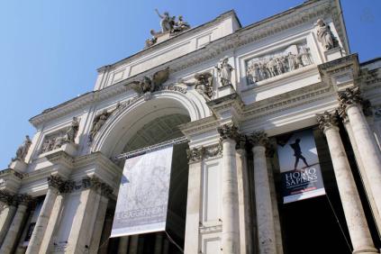 Abbiamo avuto la fortuna di gestire una bellissima casa a Roma, dove ospitiamo viaggiatori da tutto il mondo, riuscendo così a scrivere, sviluppare e sostenere il nostro adorato StereoType Magazine. Se vi piace il posto e vi va di contribuire (mentre vi fate una vacanza) questo è il nostro link: www.airbnb.it/rooms/5169932