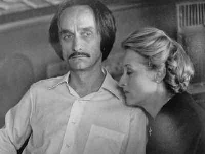 John Cazale con la compagna Meryl Streep