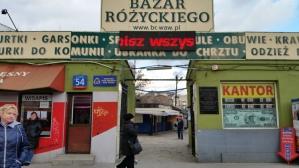L'entrata del bazar Różyckiego di Varsavia (febbraio 2016 - credits StereoType Mag)